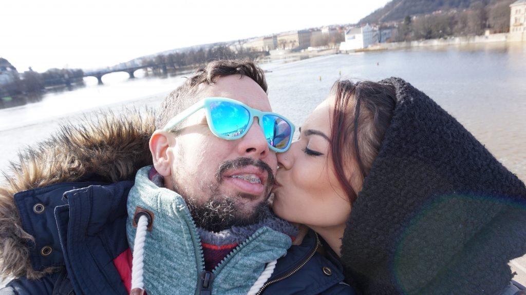 beso en Praga